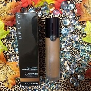 NIB Becca Aqua luminous Foundation